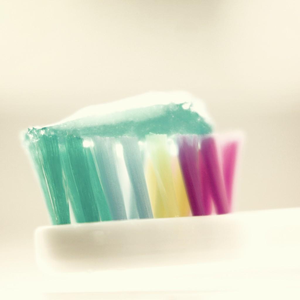 Une petite quantité de dentifrice suffit pour un brossage optimal.