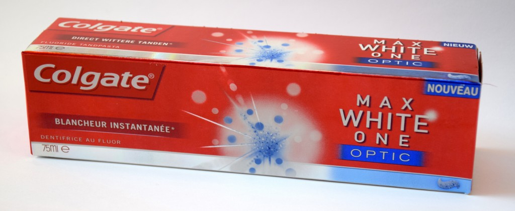 Dentifrice Colgate Max White One Optic carton