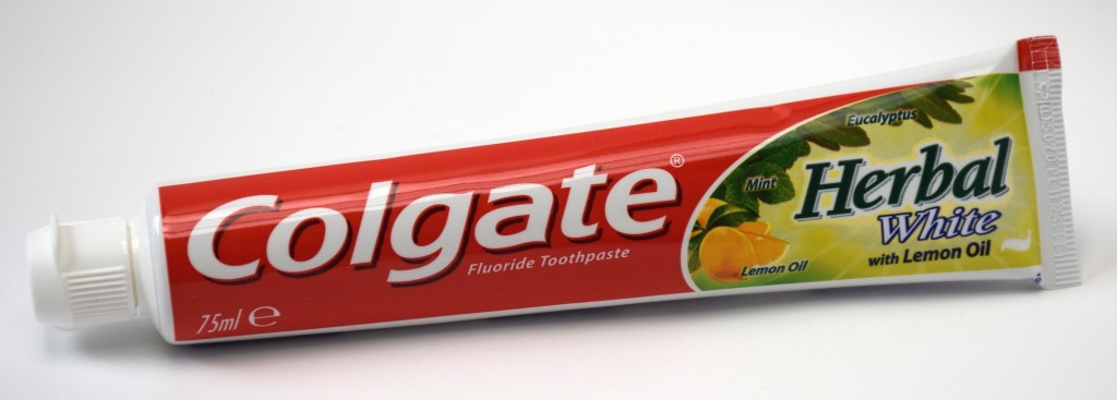 Dentifrice Colgate Herbal Blancheur tube