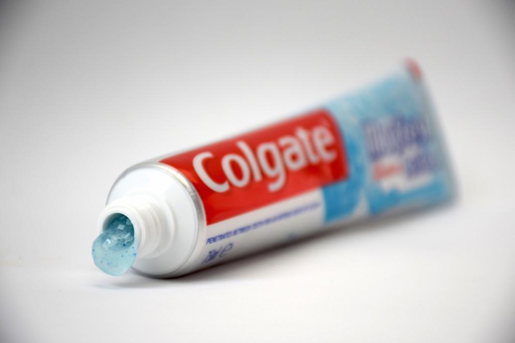 Dentifrice Colgate MaxFresh ActiClean pate