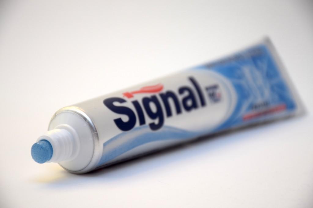 Dentifrice Signal Soin Fraicheur et Blancheur pate